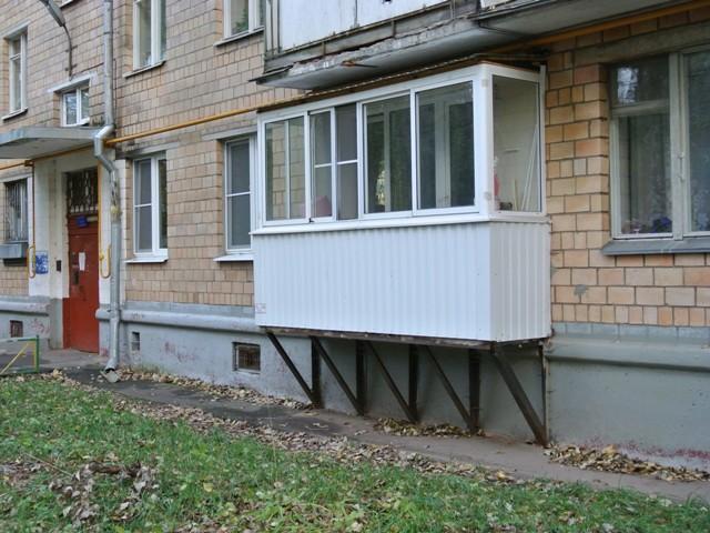 Пристройка балкона на первом этаже в доме серии ii-28.